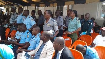GENDARMES ET POLICIERS 2